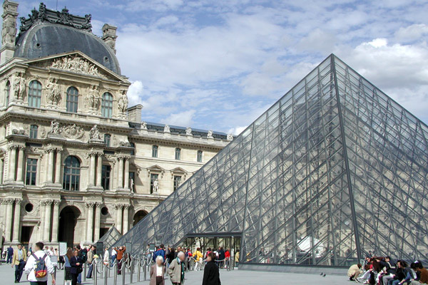 louvre-pyramide2